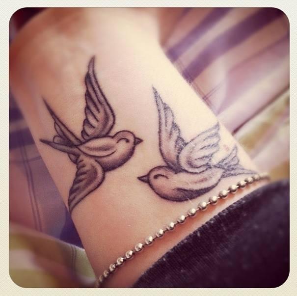Golondrinas Tatuajes Para Mujeres