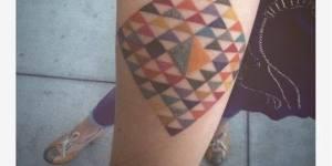 Rombo con triángulos de colores