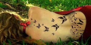 Mariposas con Notas Musicales en la Espalda