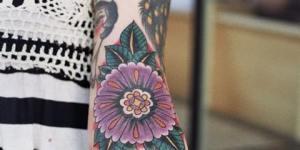 Flor violeta, Rostros & Frase: Mom