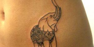 Elefante con flor en la trompa