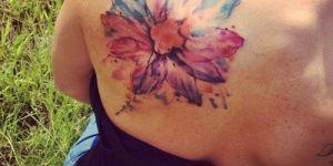 Flor pintada como con acuarelas