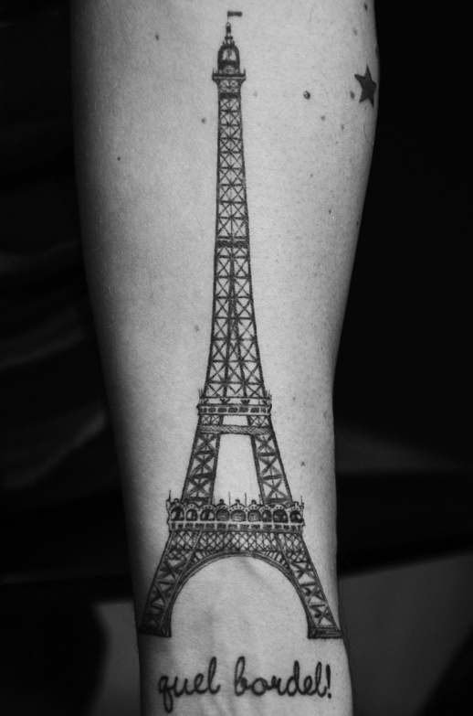torre eiffel frase guel bordel tatuajes para mujeres. Black Bedroom Furniture Sets. Home Design Ideas