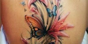 Mariposas volando sobre flores