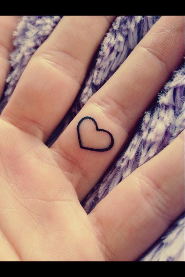 Tatuaje Corazon En El Dedo corazón - tatuajes para mujeres