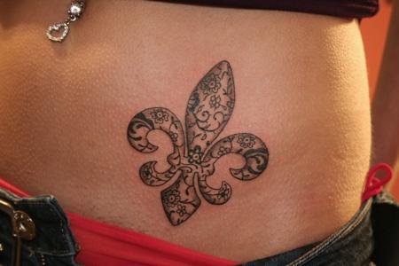 Flor De Lis Tatuajes Para Mujeres