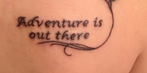 Frase: Adventure is out there y Globos