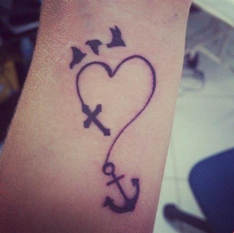 Aves, Cruz, Corazón y Ancla Tatuajes para Mujeres