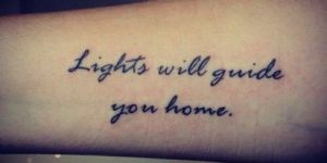 Frase: Lights will guide you home