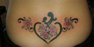 Corazón, Flores y Siluetas de Madre e Hija