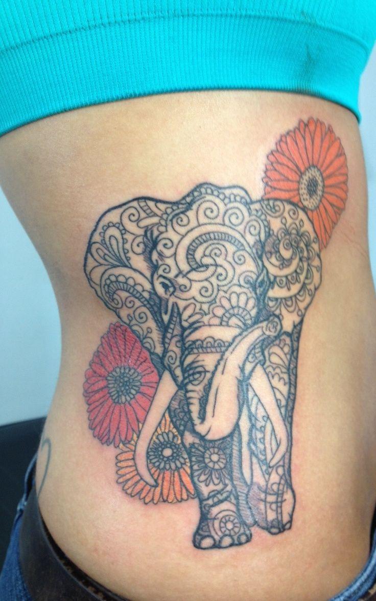 Elefante con flores Dalias - Tatuajes para Mujeres