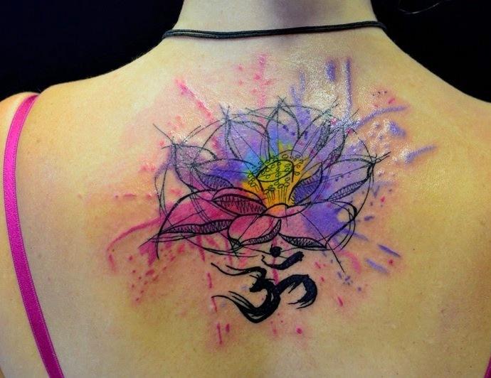 Flor de Loto con el Signo Om en Acuarelas - Tatuajes para Mujeres