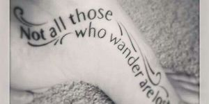 Frase: Not all those who wander are lost