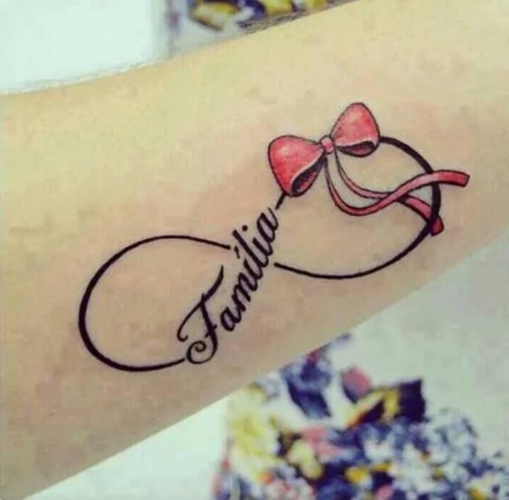 Infinito, Lazo, Frase: Familia - Tatuajes para Mujeres