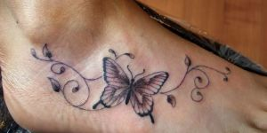 Mariposa con Ramas con Hojas