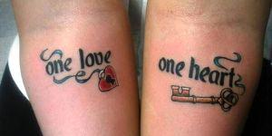 Frase: One Love- One Heart con Candado y Llave