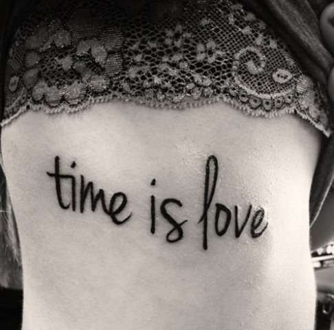 Frase: Time Is Love