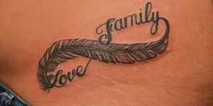Infinito Pluma con Frase: Love y Family