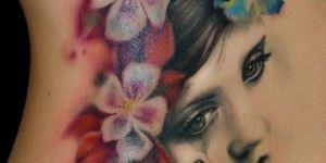 Rostro de Mujer con Flores y Mariposas