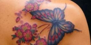 Mariposa Azul con Flores