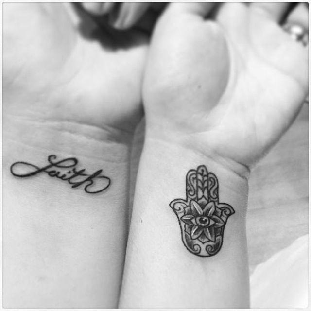 Mano De Hamsa Y Frase Faith Tatuajes Para Mujeres