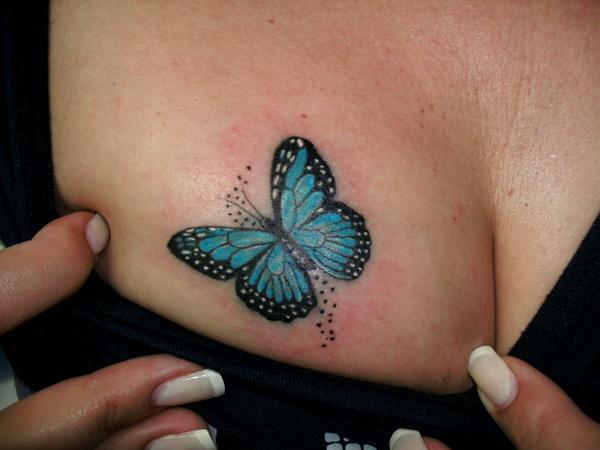 Mariposa En El Pecho Tatuajes Para Mujeres