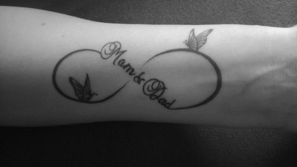Signo Infinito Frase Mom Dad Y Mariposas Tatuajes Para Mujeres