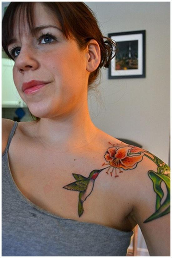 Picaflor en Flor de Lirio - Tatuajes para Mujeres