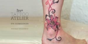 Flor en Puntillismo by Eva Schmidinger