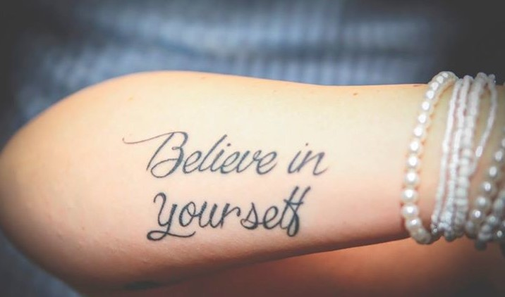 Frase Believe In Yourself Tatuajes Para Mujeres
