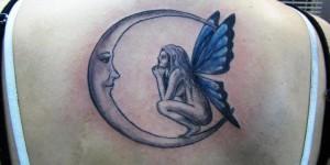 Hada mirando la Luna