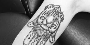Mano de Hamsa con Tigre