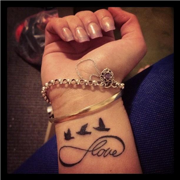 Signo Infinito Aves Y Frase Love Tatuajes Para Mujeres
