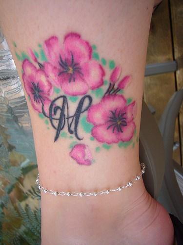 Flores De Cerezo E Inicial Tatuajes Para Mujeres