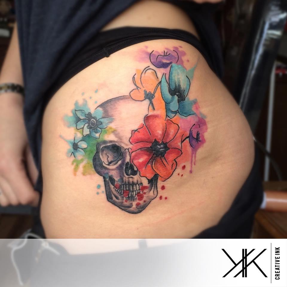 Calavera Y Flores Estilo Acuarelas By Koray Karagözler Tatuajes