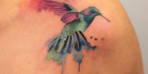Colibrí estilo Acuarelas por Borà Tattoo Studio