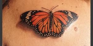 Mariposa monarca por Borà Tattoo Studio