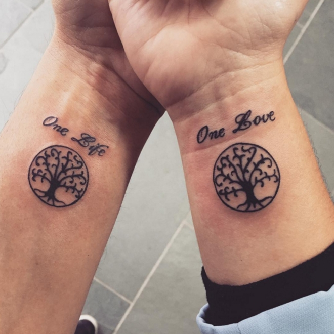 Frase One Love One Life Y árbol Tatuajes Para Mujeres