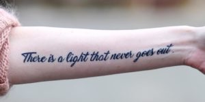 Frase: There Is a Light That Never Goes Out