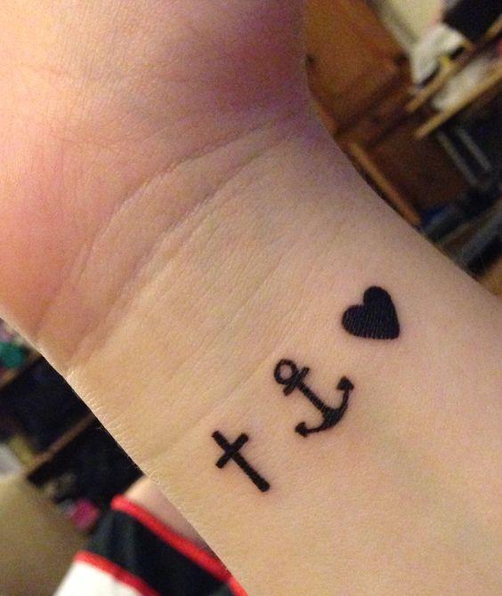 Cruz Ancla Y Corazón Tatuajes Para Mujeres
