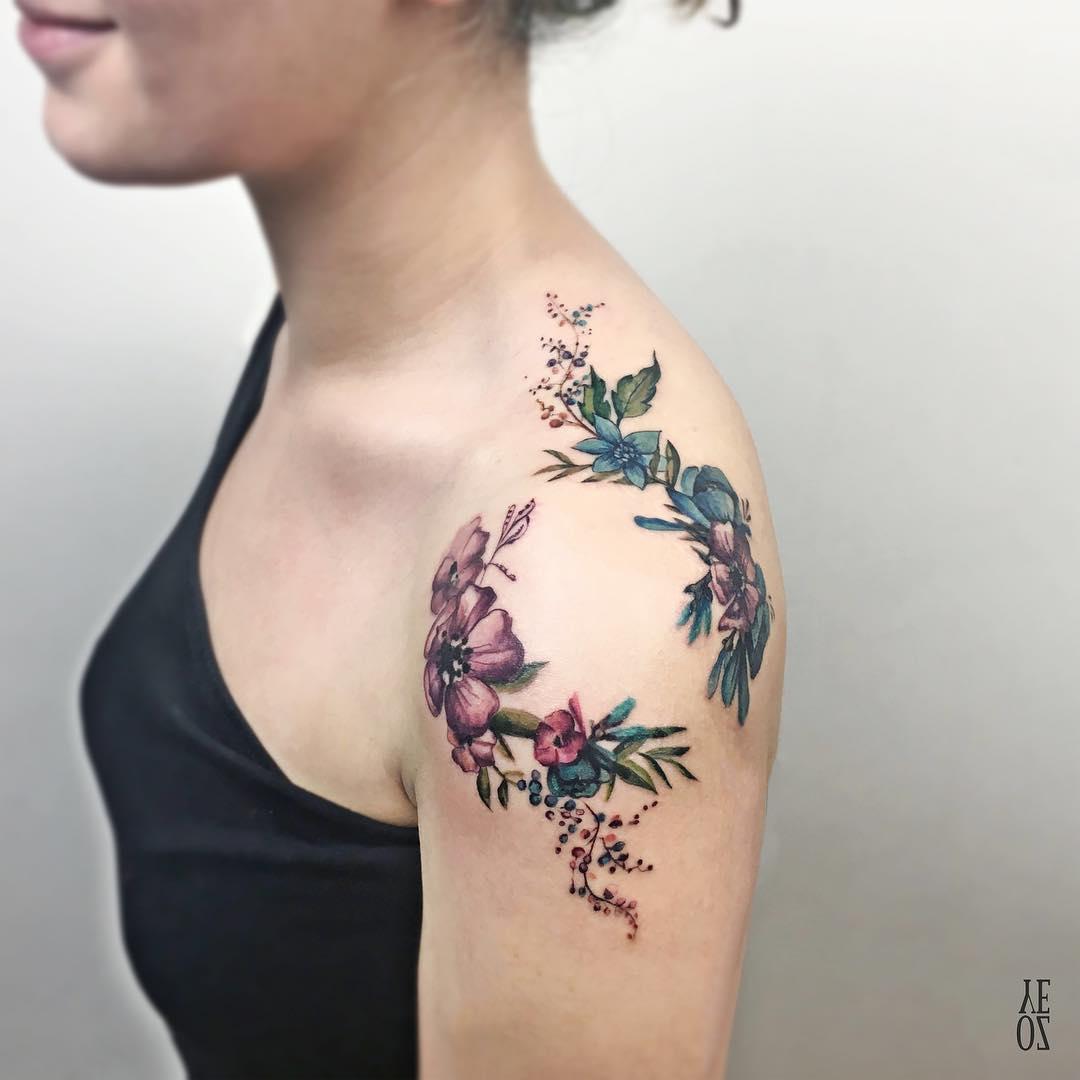 tatuajes para mujeres hombro enredaderas