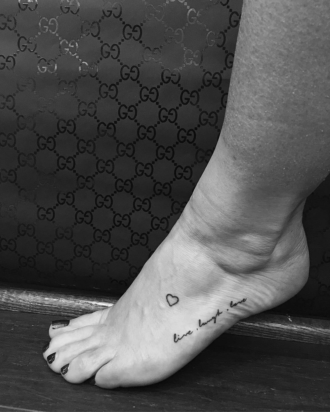 Frase Live Laugh Love Tatuajes Para Mujeres