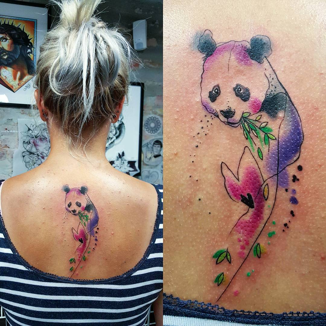 Tatuaje Panda Acuarela oso panda comiendo bambú por simona blanar - tatuajes para mujeres