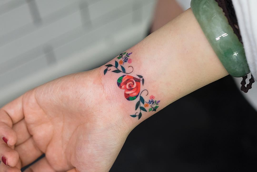 Brazalete de Flores por Zihee Tattoo Tatuajes para Mujeres