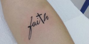 Frase: Faith y Cruz