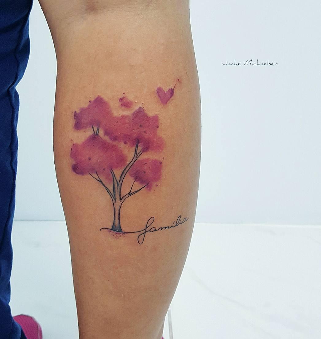 árbol Y Frase Familia Por Jacke Michaelsen Tatuajes Para Mujeres
