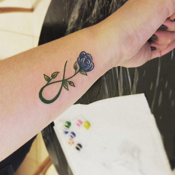 Signo Infinito Y Flor Tatuajes Para Mujeres