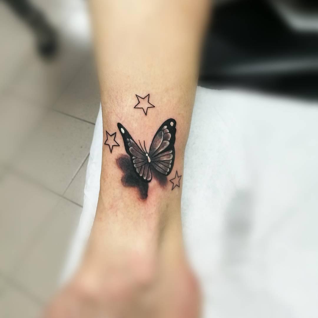 Mariposa y estrellas tatuajes para mujeres - Tatuajes de pared ...