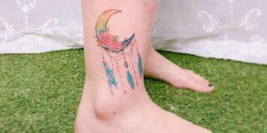 Media luna con plumas