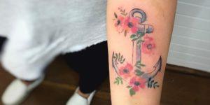 Ancla y flores por LCjunior Tattoo